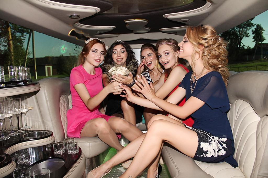 Украшение свадебных лимузинов